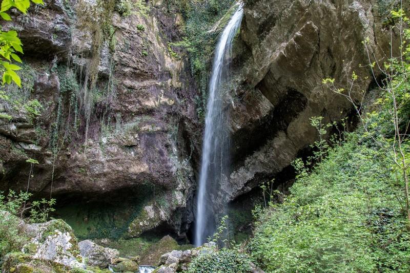 Водопад Пасть дракона в Адлере